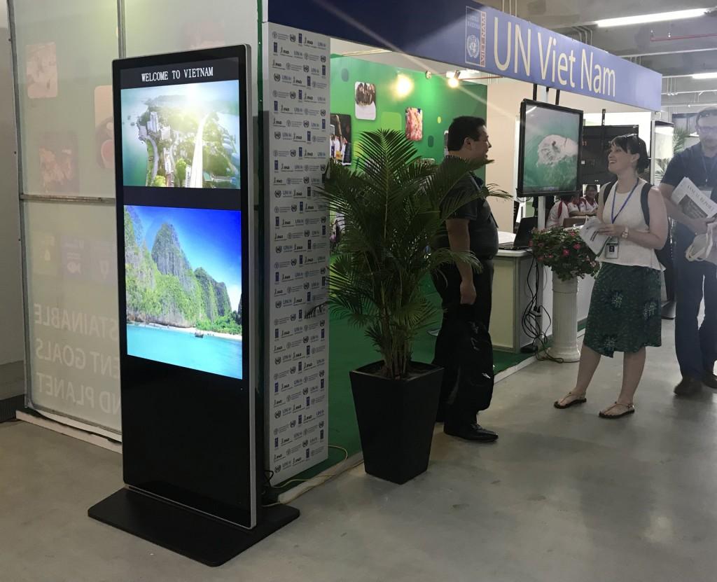 un vn 1024x831 Hình ảnh về dịch vụ cho thuê Poster điện tử  của Tân Việt
